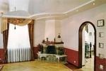 Глянцевый натяжной потолок в гостиную 25 м2